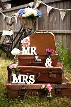 Vintage suitcase wedding inspiration - cognac