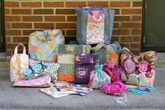 so many bags to make, so little time!  a blog full of irresistable bag tutorials.