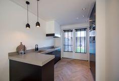 Sink Design, Kitchen Design, Kitchen Decor, Best Kitchen Sinks, Kitchen Sets, Oak Floating Shelves, Happy New Home, Modern Sink, Kitchen Cabinet Storage