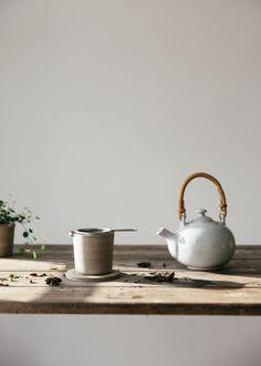 New product photography tea life ideas Photography Tea, Product Photography, Organic Herbal Tea, Herbal Teas, Zen Tea, Japanese Tea Ceremony, Ceramic Tableware, Kitchenware, Blancmange