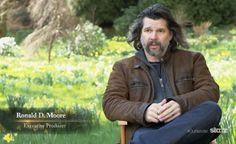 Screen cap of Ron Moore - new video Outlander Season 1, Outlander Series, Book Series, Ron Moore, Diana Gabaldon Outlander, Jamie And Claire, Jamie Fraser, Executive Producer