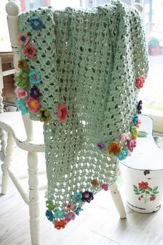 Crochet Flowers Easy beautiful - Easy Crochet Flower Appliques Free Patterns for Beginners: Crochet flower, flower motif, beginner crochet flower patterns free Shawl Crochet, Crochet Afgans, Crochet Motifs, Crochet Flower Patterns, Crochet Blanket Patterns, Baby Blanket Crochet, Crochet Flowers, Crochet Stitches, Crochet Baby