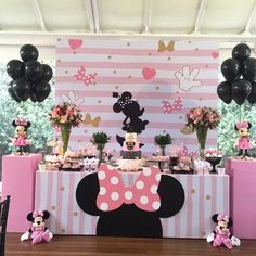 Celebrate your birthday with a some adorable Minnie Mouse ideas! Does your little sweetheart love Minnie Mouse? Minie Mouse Party, Minnie Mouse Theme Party, Minnie Mouse First Birthday, Minnie Mouse Baby Shower, Minnie Mouse Pink, Mickey Party, Mickey Mouse Birthday, Mouse Parties, Pirate Party