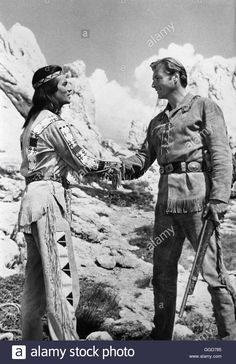 Download this stock image: ACK43630.jpg WINNETOU III /  BRD/Jugoslawien 1965 / Harald Reinl Szene mit PIERRE BRICE (Winnetou) und LEX BARKER (Old Shatterhand)  B196620 ||rights=ED - GGD785 from Alamy's library of millions of high resolution stock photos, illustrations and vectors.
