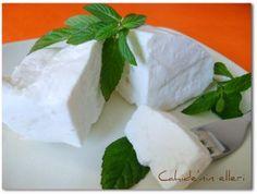 ***EVDE PEYNİR NASIL YAPILIR?*** – Cahide Sultan بِسْمِ اللهِ الرَّحْمنِ الرَّحِيمِ Turkish Recipes, Yogurt, Feta, Food And Drink, Dairy, Healthy Recipes, Cheese, Homemade, Cooking