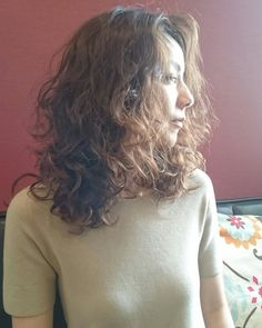 (notitle) Sure, the bushy perms of the might be out of vogue, but there are plentitude of hair p Bob Haircut Weave, Bob Haircut Curly, Curly Bob Hairstyles, Hairstyles With Bangs, Easy Hairstyles, Curly Hair Styles, Medium Hair Styles, Curly Long Bangs, Air Dry Hair