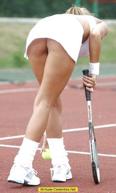 nude women playing professional tennis
