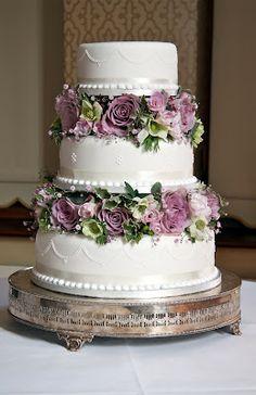 Vintage styled wedding cake