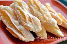 HaSue: I Love My Life: Resepi Kuih Tiram Dan Cara Membentuknya.. Indian Snacks, Onion Rings, Cookie Recipes, Fries, Bee Bee, Cookies, Dahlia, Cake, Ethnic Recipes