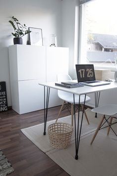 Home office scandinavian monochrome home scandinavian interior työhuone ty Bold Living Room, Home And Living, Home Office Design, Home Office Decor, Home Decor, Workspace Inspiration, Room Inspiration, Deco Studio, Pinterest Home