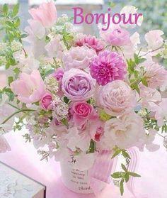 A beautiful bouquet of flowers. Amazing Flowers, My Flower, Beautiful Flowers, Simply Beautiful, Deco Floral, Arte Floral, Beautiful Flower Arrangements, Floral Arrangements, Bloom