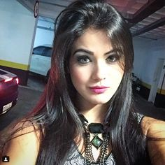 Claudia Lopez, Perfect Red Lips, Poses, Glamour, Clothes For Women, Riding Outfits, Nice People, Beauty, Portraits