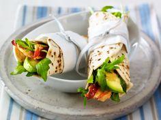 Frühstücksburrito mit Speck-Avocadosalat Rezept | LECKER