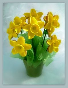 Daffodil Cookies - Lovely centrepiece and made of almost entirely White Chocolate !