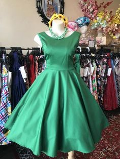 Made in Australia, with belt and petticoat Newtown Sydney Vintage Style. Races Fashion, Skirt Fashion, Fashion Outfits, 50s Style Skirts, Vintage Style Outfits, Vintage Fashion, Going Out Outfits, Dress Cuts, Newtown Sydney