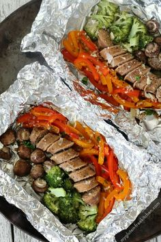 Gluten-free Sausage and vegetable grilled foil packet dinner. Easy option to make dairy-free too. My family loved these because everyone could customize theirs! Foil Packet Dinners, Foil Pack Meals, Foil Dinners, Large Family Meals, Large Families, Easy Summer Meals, Summer Recipes, Grilling Recipes, Cooking Recipes