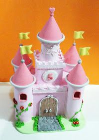 Nina by Lady: Castillo en pastillaje (para tortas infantiles) Princess Theme, Princess Castle, Fairy Castle Cake, Cupcakes Princesas, Beauty Party Ideas, Sleeping Beauty Party, Kale Pasta, 3d Quilling, Easy Paper Crafts