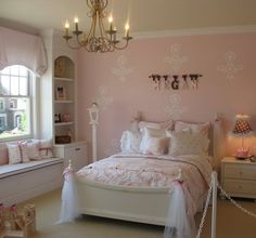 Shabby Chic Bedroom Design Idea For Girls - Home Decoration Ideas and Trends Small Bedroom Decor, Pink Girl Room, Girls Bedroom, Chic Bedroom Design, Little Girl Rooms, Shabby Chic Girl Room, Small Room Girl, Girl Room, Girly Room