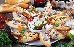 Bruschetas de queijo minas com: pólen; aliche, tomatinho e manjericão; lombinho com alcaparras; calabresa com gorgonzola.