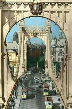 Elizabeth bridge, Budapest, Hungary Before the Vintage Architecture, Historical Architecture, Places Around The World, Around The Worlds, Budapest Travel Guide, Hungary Travel, Heart Of Europe, Interesting Buildings, Most Beautiful Cities