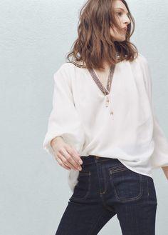 Blusa cuello abalorios | MANGO