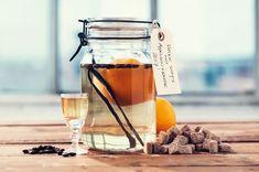 Vintersnaps med appelsin og kaffe - Opskrift Brøndums kryddersnaps Cocktail Drinks, Alcoholic Drinks, Beverages, Cocktails, Aloe Vera, Smoothies, Juice, Food And Drink, Jar