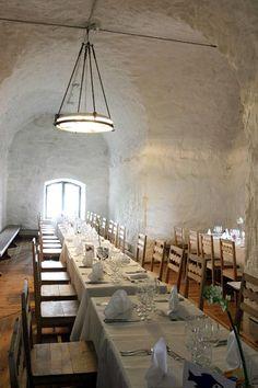 Helsinki Island Restaurants – Restaurant Särkänlinna - Särkä Island, Helsinki. Located inside an old fortress, this restaurant combines Finnish and French traditions with some Russian influences.