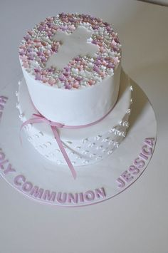 top layer for communion cake Pretty Cakes, Beautiful Cakes, Amazing Cakes, Cupcakes, Cupcake Cakes, Comunion Cakes, First Holy Communion Cake, Confirmation Cakes, Christening Cakes