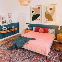 Cozy and cute boh bedroom with abstract artworks : This pink and emerald green bedroom belongs to artist Jan Skacelik and he displays his abstract art works here alongwith mid century modern designs Bedroom Green, Bedroom Colors, Emerald Green Bedrooms, Emerald Bedroom, Bedroom Inspo, Home Decor Bedroom, Bedroom Ideas, Mid Century Modern Bedroom, My New Room