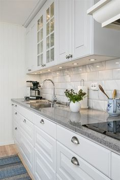 Elegant White Kitchen Design Ideas for Modern Home White Kitchen Ideas - White never ever stops working to provide a kitchen layout a classic appearance. These trendy cooking areas, consisting of everything from white kitchen cupboards to smooth white . White Kitchen Cupboards, Kitchen Cabinets Decor, Cabinet Decor, Kitchen Layout, Home Decor Kitchen, Kitchen Interior, Home Kitchens, Kitchen Ideas, Diy Kitchen