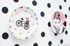 Decoração com pratos na parede