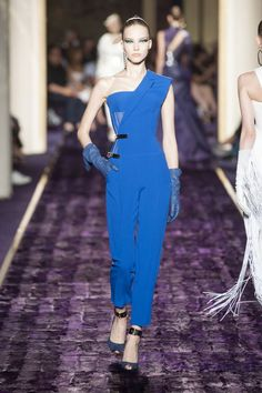 Pin for Later: The Couture Week Looks We Hope to See on the Red Carpet Atelier Versace Haute Couture Fall 2014 January Jones loves Versace almost as much as she loves wearing bold looks on the red carpet. This cobalt blue jumpsuit will certainly pop.