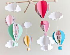 He encontrado este interesante anuncio de Etsy en https://www.etsy.com/es/listing/271751232/movil-de-globos-de-papel-movil-de-bebe