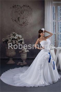 Robe de mariée magnifique sans bretelles agrémentée de fleurs en satin et organza à traîne palais 003