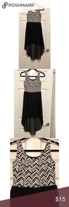 ✂️ Soprano Black & White High-Low Dress - Size XS Soprano Black & White High-Low Dress - Size XS. Only worn once! Excellent condition. No rips, tears, or stains. Originally purchased from Nordstrom. Soprano Dresses High Low