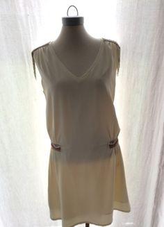 À vendre sur #vintedfrance ! http://www.vinted.fr/mode-femmes/robes-dete/23634674-robe-blanche-a-ornements-col-v