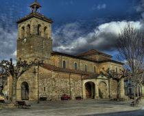 """Plaza del Negrillón, en Boñar, León. Se construyó en el siglo XVIII con la afamada """"piedra de Boñar"""" y rinde culto a San Roque."""