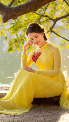 i ki?ch th? Most Beautiful Indian Actress, Beautiful Asian Women, Moda China, Vietnam Costume, Long Dress Fashion, Belle Silhouette, Beautiful Girl Photo, Oriental Fashion, Brunette Girl