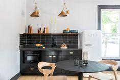 Mercury Inn: Thin Brick Backsplash | Fireclay Tile | Fireclay Tile Hexagon Tile Bathroom, Brick Bathroom, Tile Tub Surround, Patterned Kitchen Tiles, Hotel Kitchen, Thin Brick, Fireclay Tile, Brick Flooring, Interior Photo