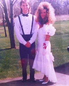 Found my hairstyle for the wedding Funny Prom, Awkward Family Photos, Awkward Prom Photos, Vintage Magazine, 80s Hair, Eighties Hair, Bad Fashion, Bad Photos, Prom Queens