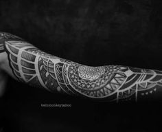 and doneeeee . . #twinmonkeytattoo #tattoos #turaniumtattoomachine #turaniumpulsar #bw #inked #tattoolife #tattooed #tattoooftheday #ornamentalika #blackwork #blackworkers #onlyblackart #tattoosleeve #tattoogirl (at Twin Monkey Tattoo Studio)
