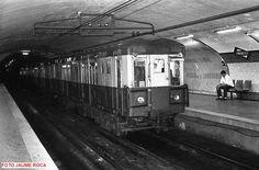 Ver imagen de origen Metro Madrid, Barcelona City, Old Pictures, Isabel Ii, Black And White, Plaza, Buses, Nostalgia, Travel