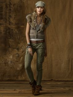 15 Spring Summer Fashion Trends for Women 2017 - Do you want to add new pieces to your wardrobe for the upcoming seasons? Do you want to discover more about the latest fashion trends that are present. Skinny Cargo Pants, Cargo Pants Women, Pants For Women, Clothes For Women, Cropped Pants, Summer Fashion Trends, Latest Fashion Trends, Spring Summer Fashion, Autumn Fashion