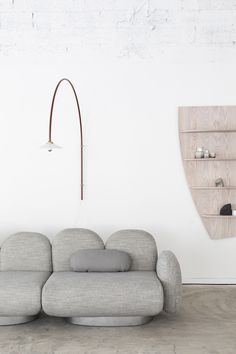 My top picks from Stockholm Furniture Fair 2020 – part 2 Valerie objects sofa – modular sofa – Stockholm Furniture Fair – curved sofa Wabi Sabi, Wooden Shelves, Floating Shelves, Modern Interior, Interior Design, Simple Line Drawings, Shelf Furniture, Curved Sofa, Round Coffee Table