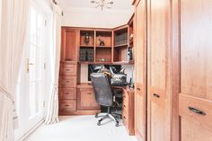 Four double bedroom, three bathroom, three reception townhouse set over three floors. This stunning property is stylish and immaculate throughout with an abundance of natural light.  Corner desk. Study area. Loads of storage space. French doors leading to the balcony. #studyinspo #studymotivation