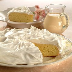 Savor this creamy Three Milk Cake - Pastel Tres Leches that will melt in your mouth. Three types of milk make this traditional cake of Latin origin an excellent Food Cakes, Cupcake Cakes, Cupcakes, Scones, Three Milk Cake, Cake Recipes, Dessert Recipes, Tres Leches Cake, Vegetarian Cake