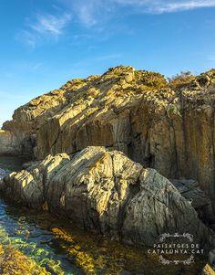Roques del Parc Natural del Cap de Creus #catalonia #catalunya #barcelona #PNcapdecreus #Mediterraneo #stones #Emporda #Cadaqués #summer Cat, Natural, Travel, Outdoor, Fotografia, Outdoors, Viajes, Traveling, Cat Breeds
