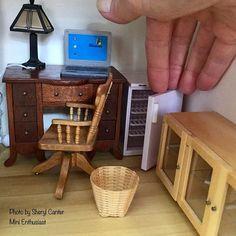 A mini fridge in the office - a necessity for mini nerds. . . #miniaturist #puppenhaus #poppenhuis #dockskåp #dukkehus #dúkkuna #dollhouse #dollhouses #dollshouse #dollshouses #ドールハウス #dollhouseminiature #dollhouseminiatures #dollshouseminiature #dollshouseminiatures #ミニチュア #dollhouseaccessories #dollshouseaccessories #ミニチュア小物 #minienthusiast #oneinch #minifurniture #miniaturefurniture #miniaturehouse #minihouse #minibrownstone #minitownhouse #minirefrigerator #miniaturerefrigerator