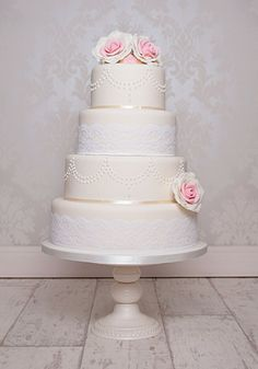 lac and pearl Wedding Cake | Vintage Lace Wedding Cake | Thornton Cake Co.