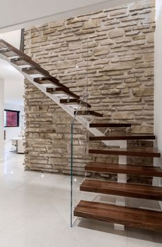 Home Stairs Design, Modern House Design, Home Interior Design, Stairs In Living Room, House Stairs, Steel Stairs, Staircase Remodel, Stair Decor, Modern Staircase